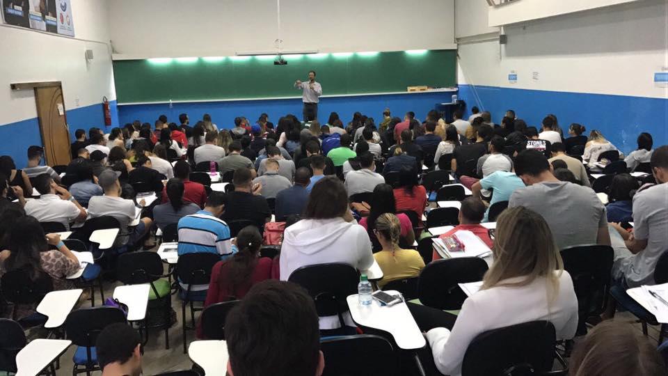 alunos-estudando-cursinho-concurso-pmdf